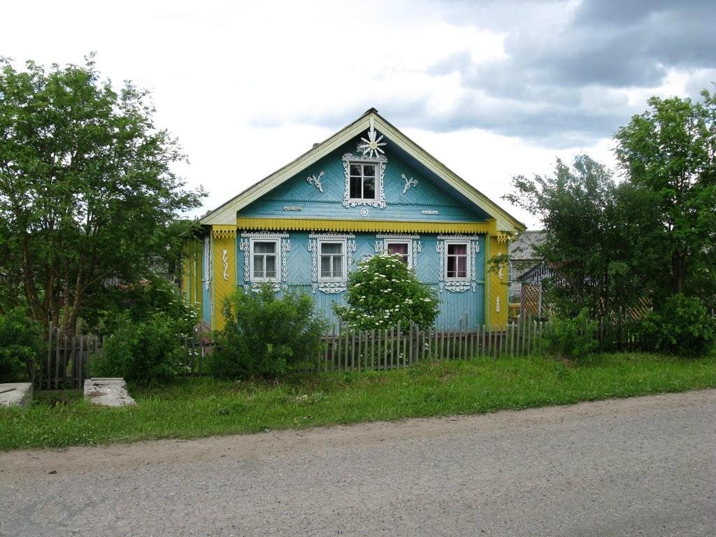 Дом украшенный резьбой