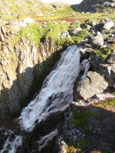 Водопад недалеко от Териберки