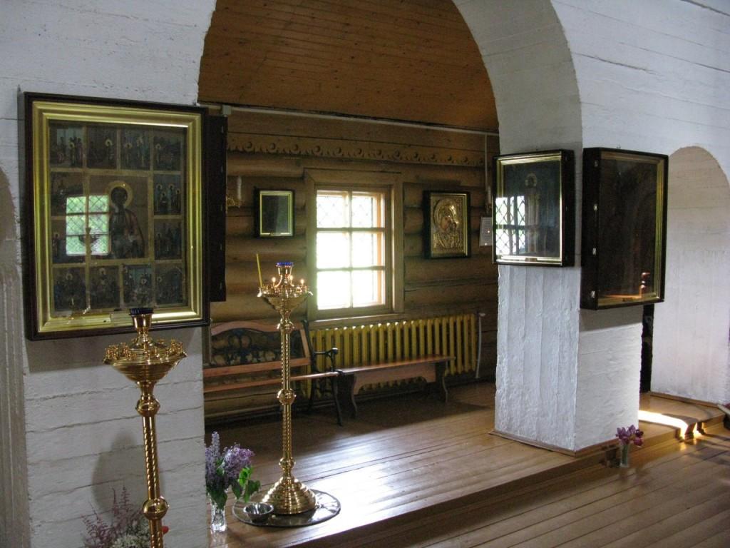 Повенец внутри храма