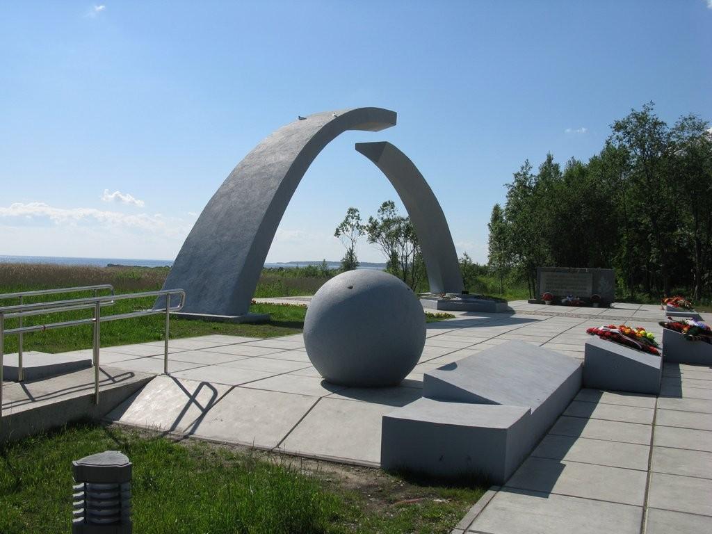 Памятник Разорванное кольцо