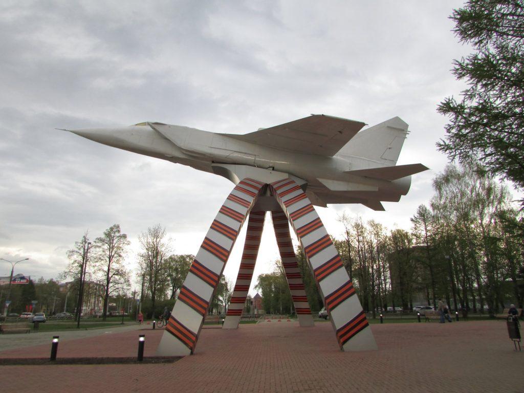 Самолет МиГ-31 памятник в Перми