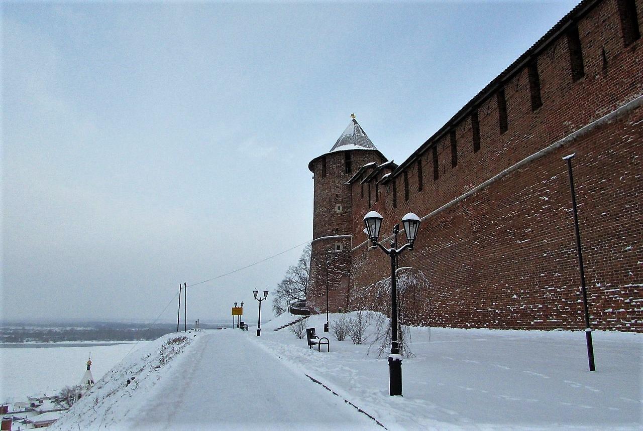 Вдоль кремлевских стен