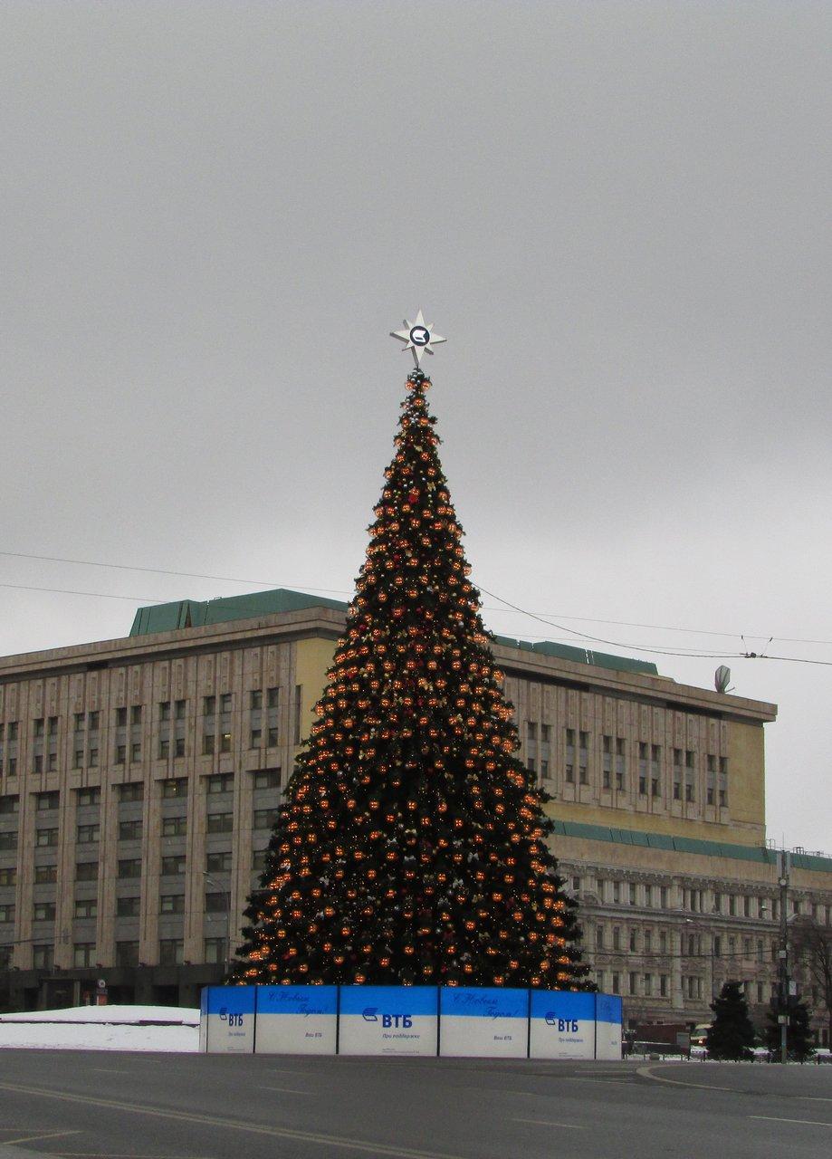 Елка на Лубянской площади