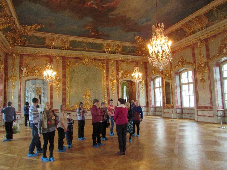 Экскурсия по залам дворца