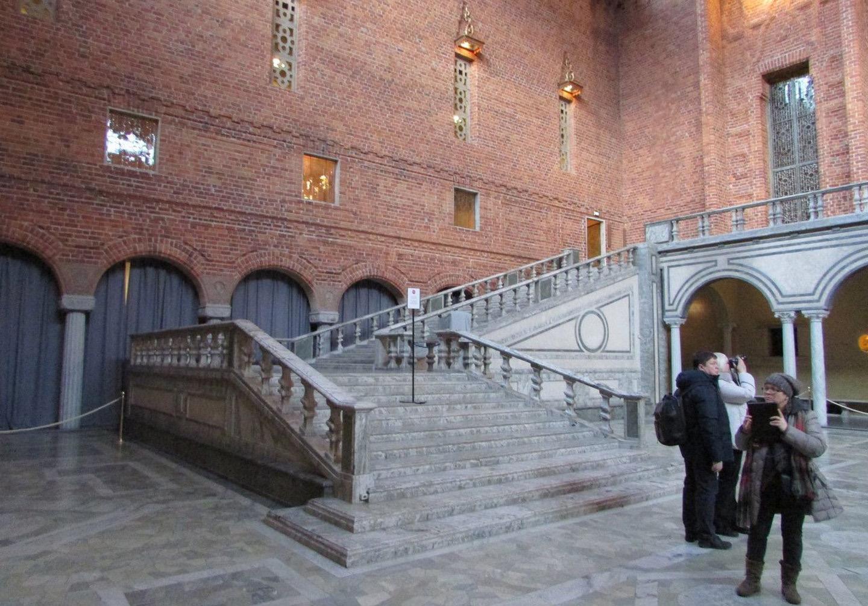 Парадная лестница в Голубом зале