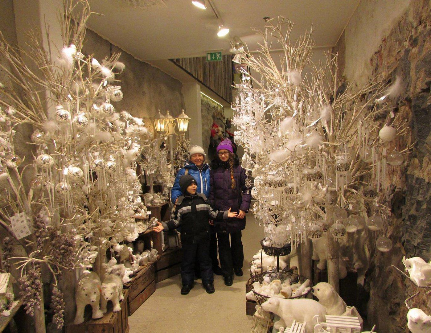Распродажа рождественских украшений