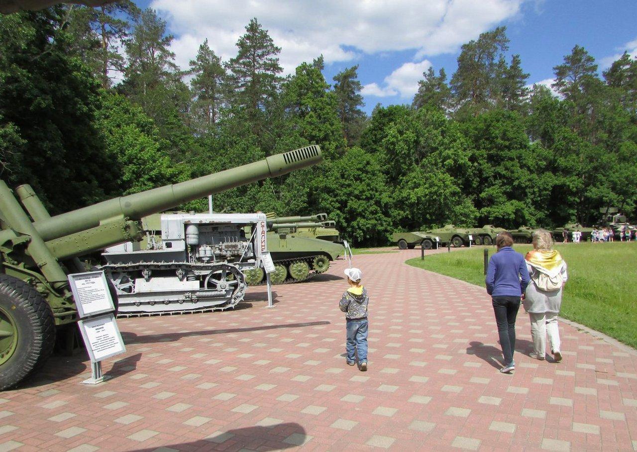Военная техника на партизанской поляне
