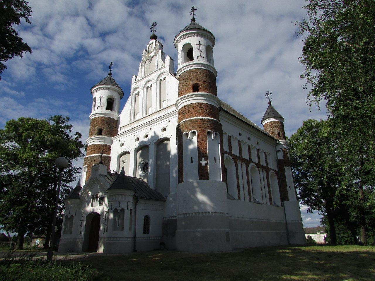 Церковь-крепость в Мурованке