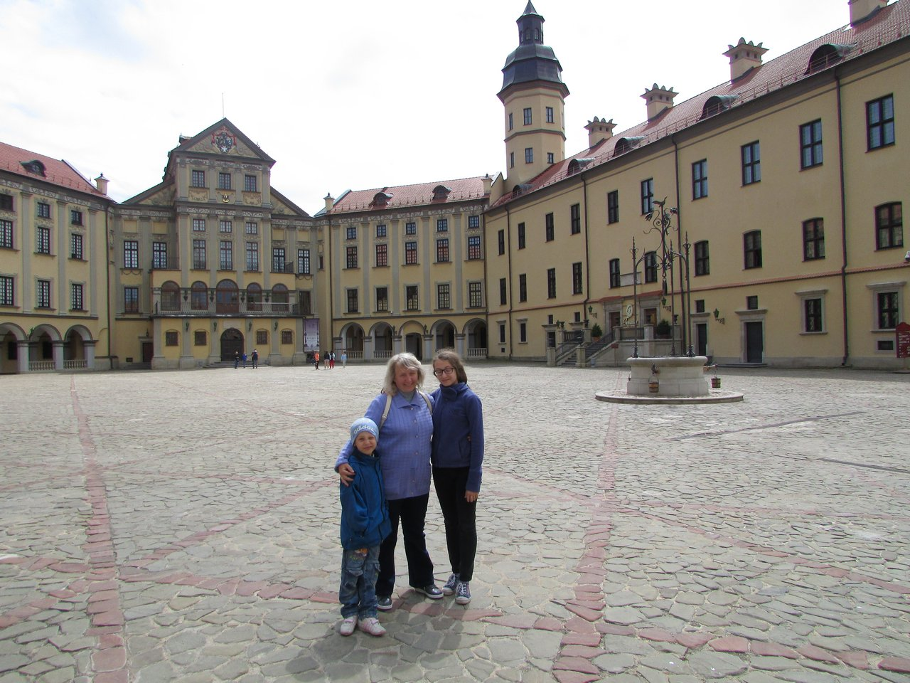 Во дворе Несвижскго замка