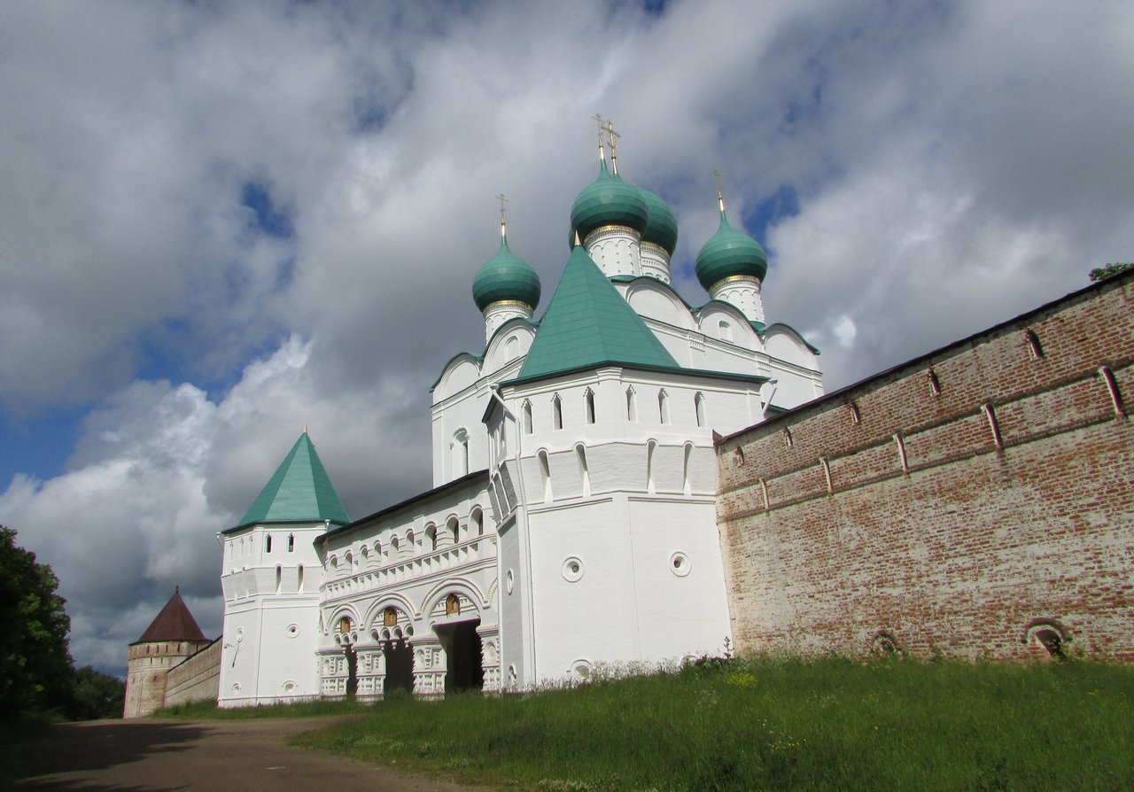 Надвратная церковь Борисоглебского монастыря