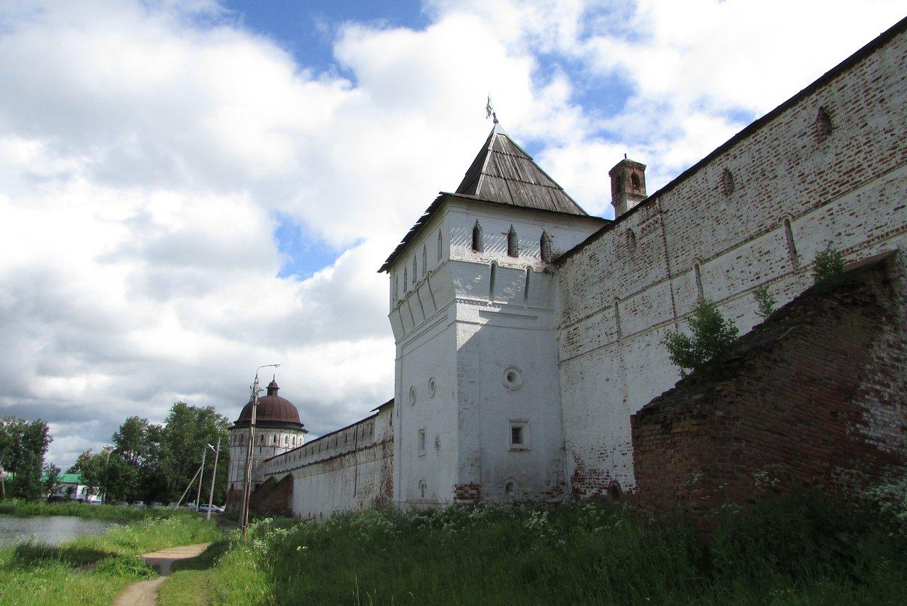 Западная стена и башни
