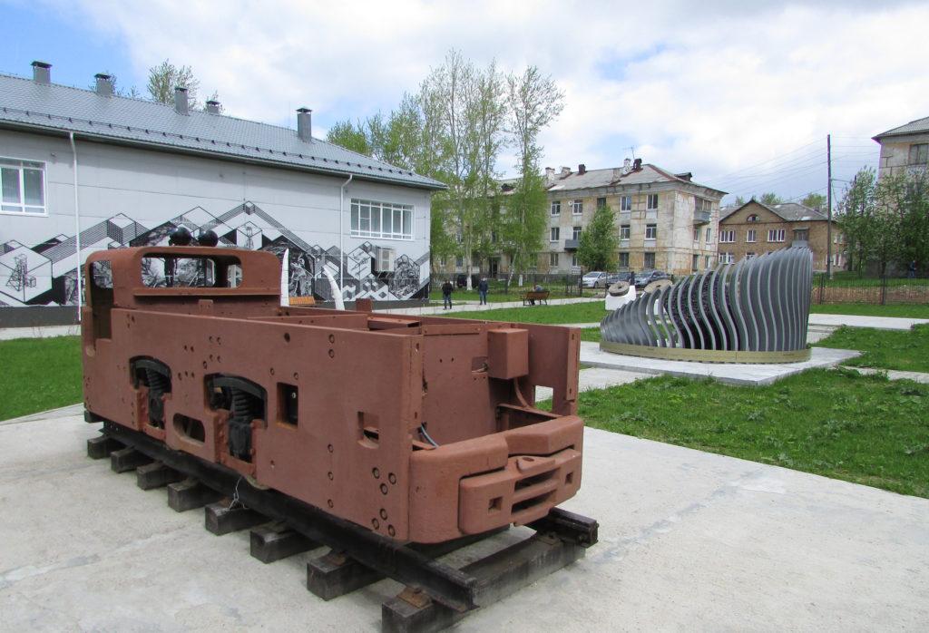 Выставка под открытым небом рядом с Музеем угля