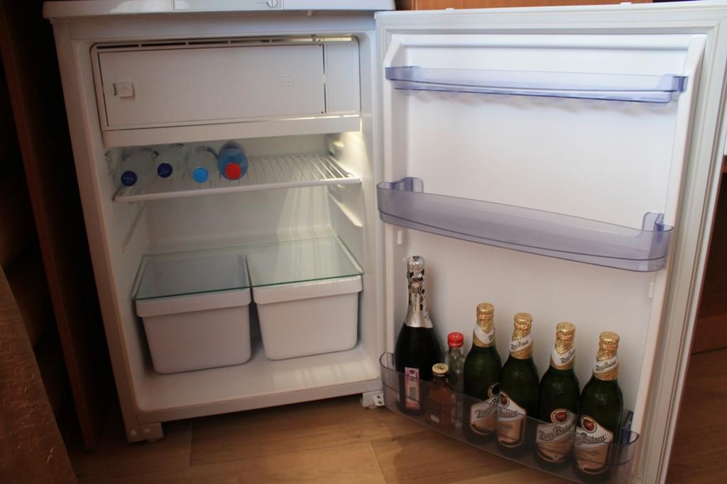 Минибар в холодильнике