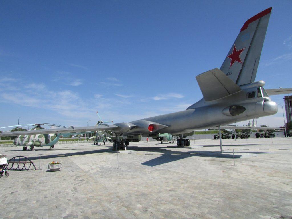 Стратегический бомбардировщик Ту-16