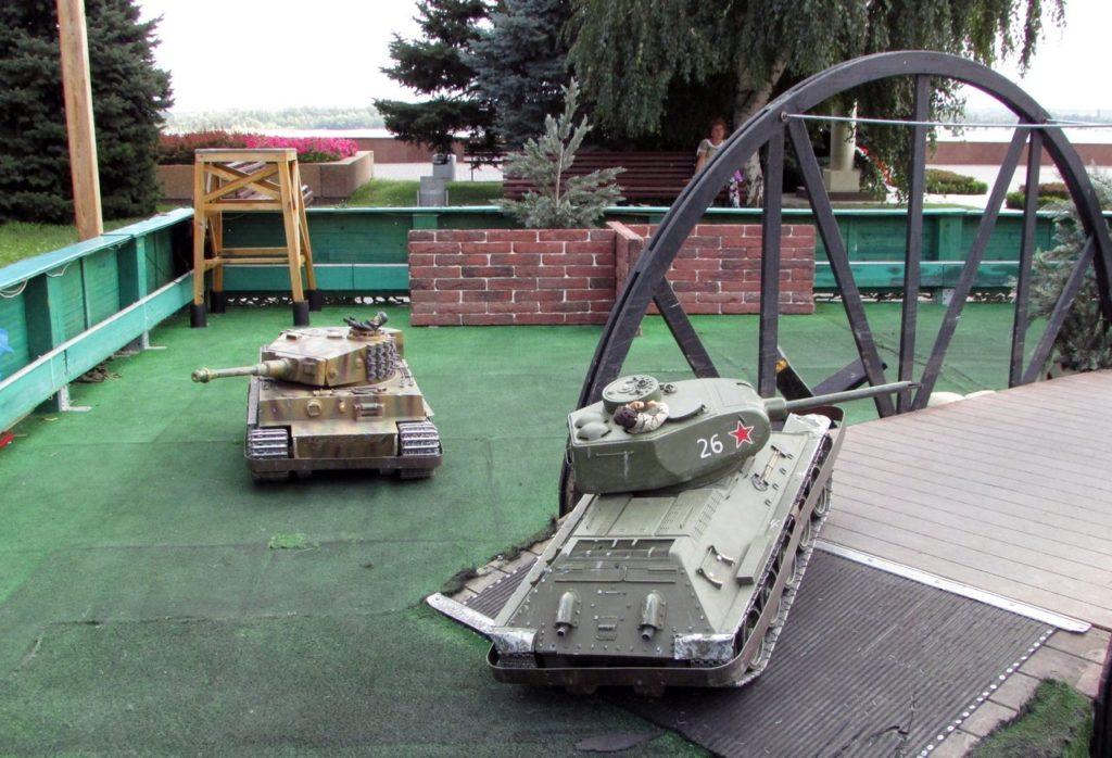 "Аттракцион ""Танковый бой"""