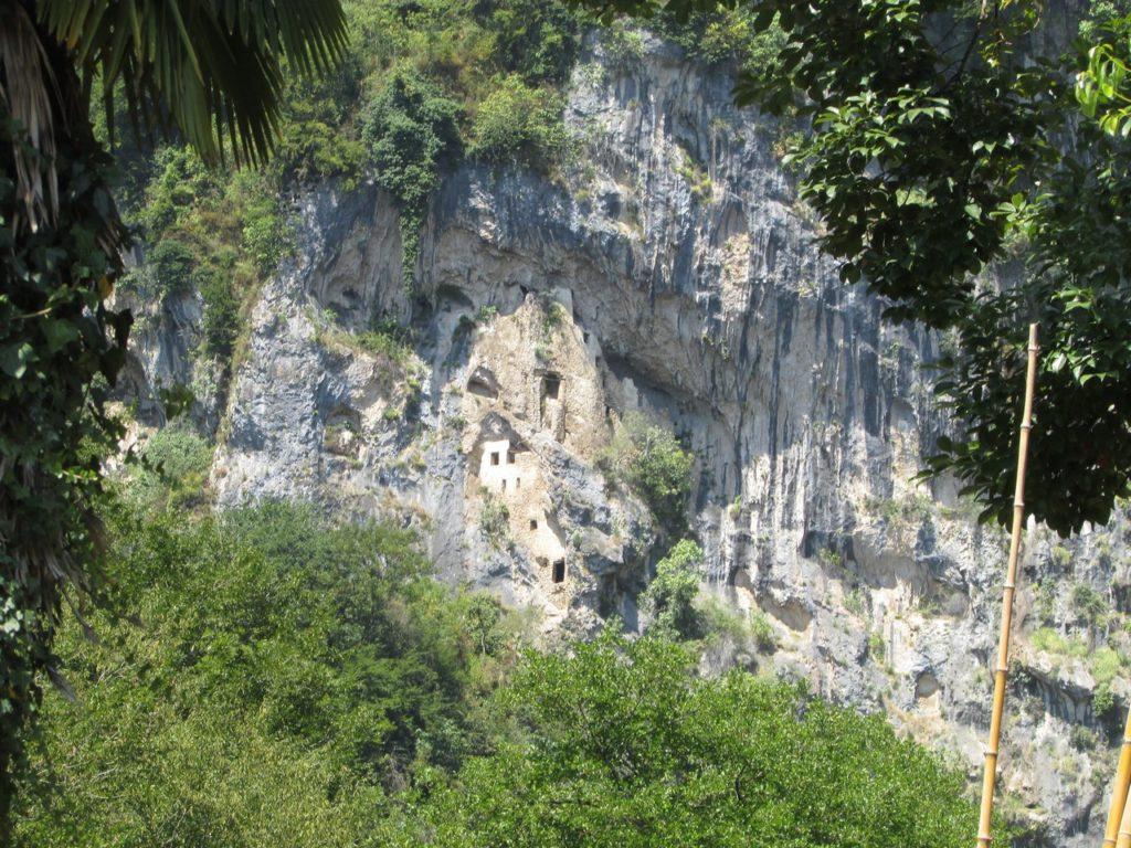 Кельи монахов на скале