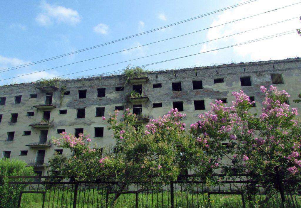 Разруха на окраинах Сухума