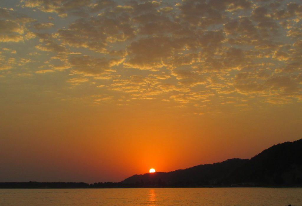 Небо и закат над Пицундой
