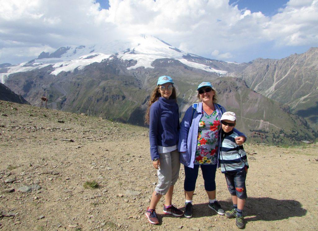 Высота 3000 метров, за нами Эльбрус