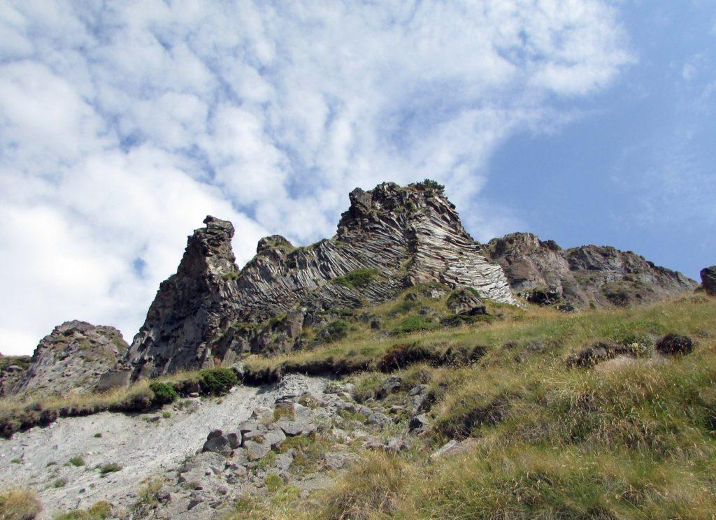 Причудливые скалы