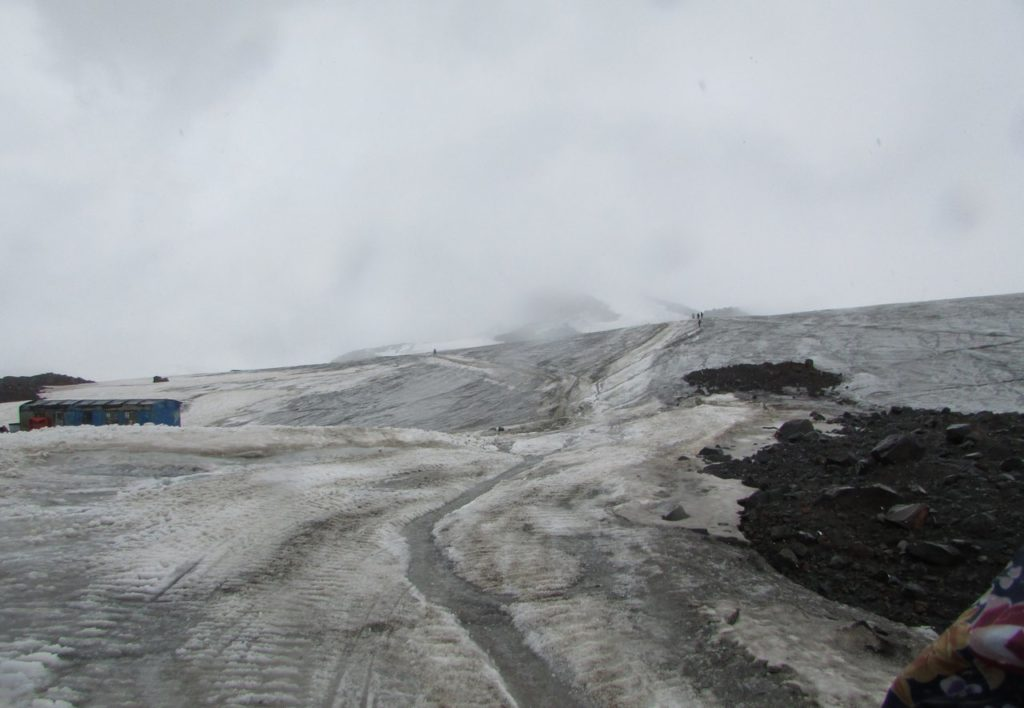 Спускаемся. Эльбрус остался где-то в тумане
