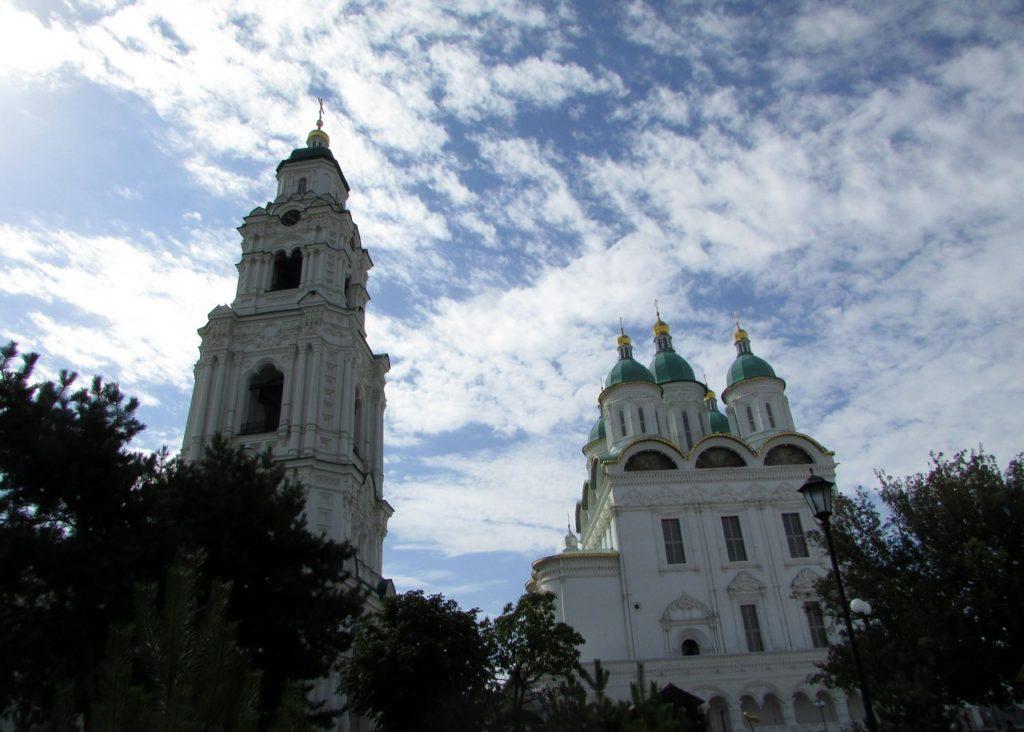 Кафедральный Успенский собор с колокольней