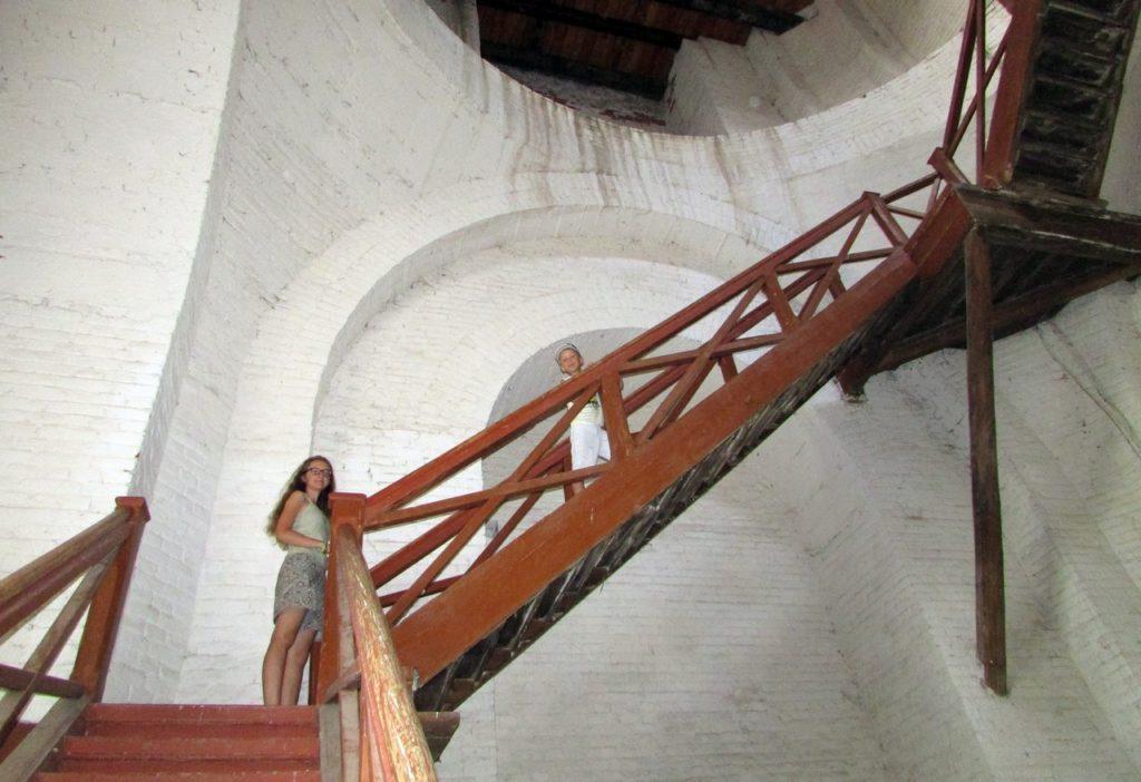 По крутым лестницам наверх