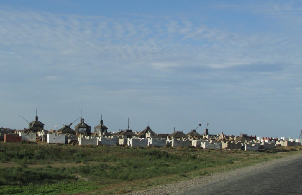 Степное кладбище
