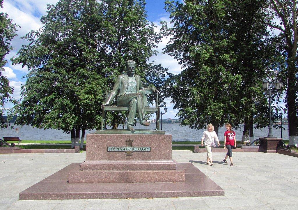 Памятник великому русскому композитору