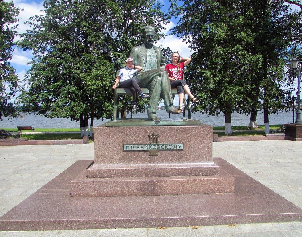 Рядом с Чайковским