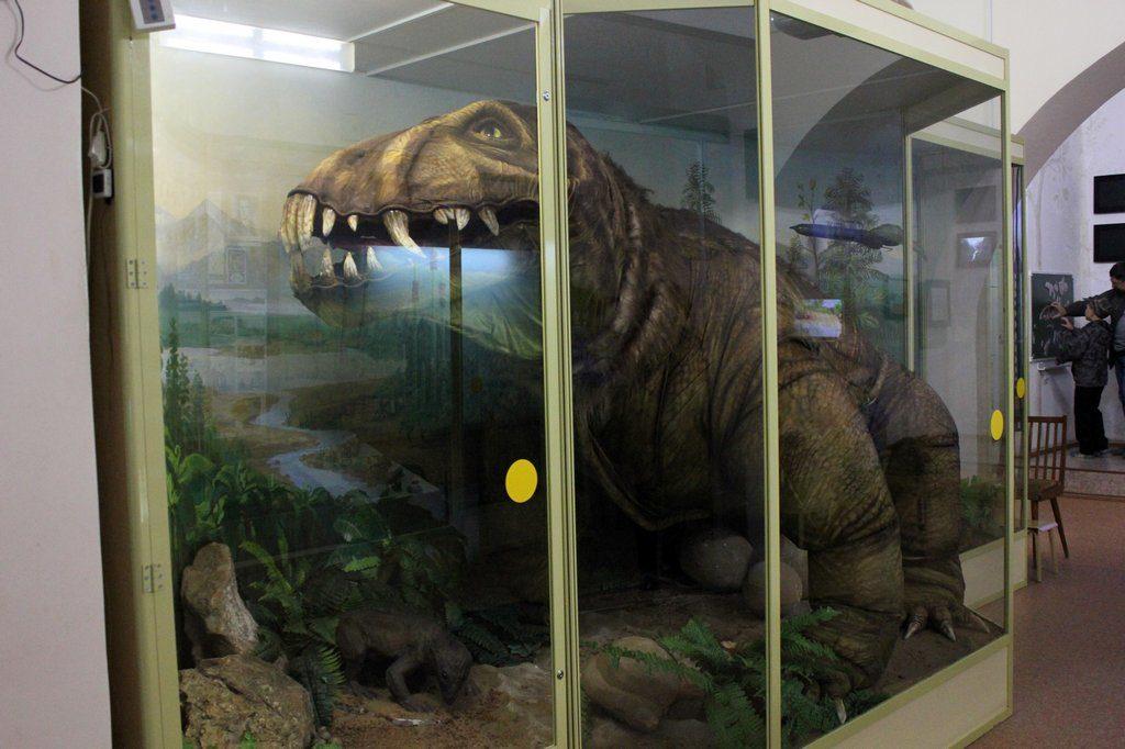Подвижный макет динозавра