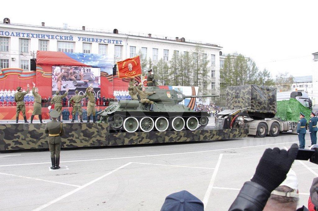 Парад на Октябрьской площади Перми