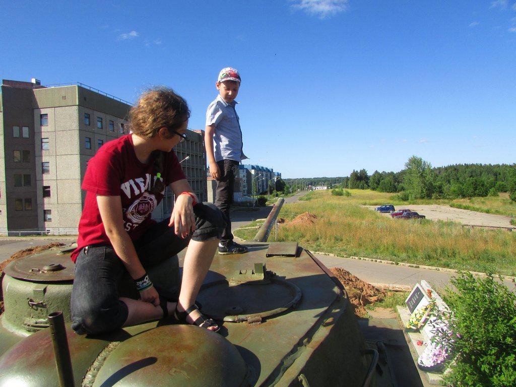 На броне танка