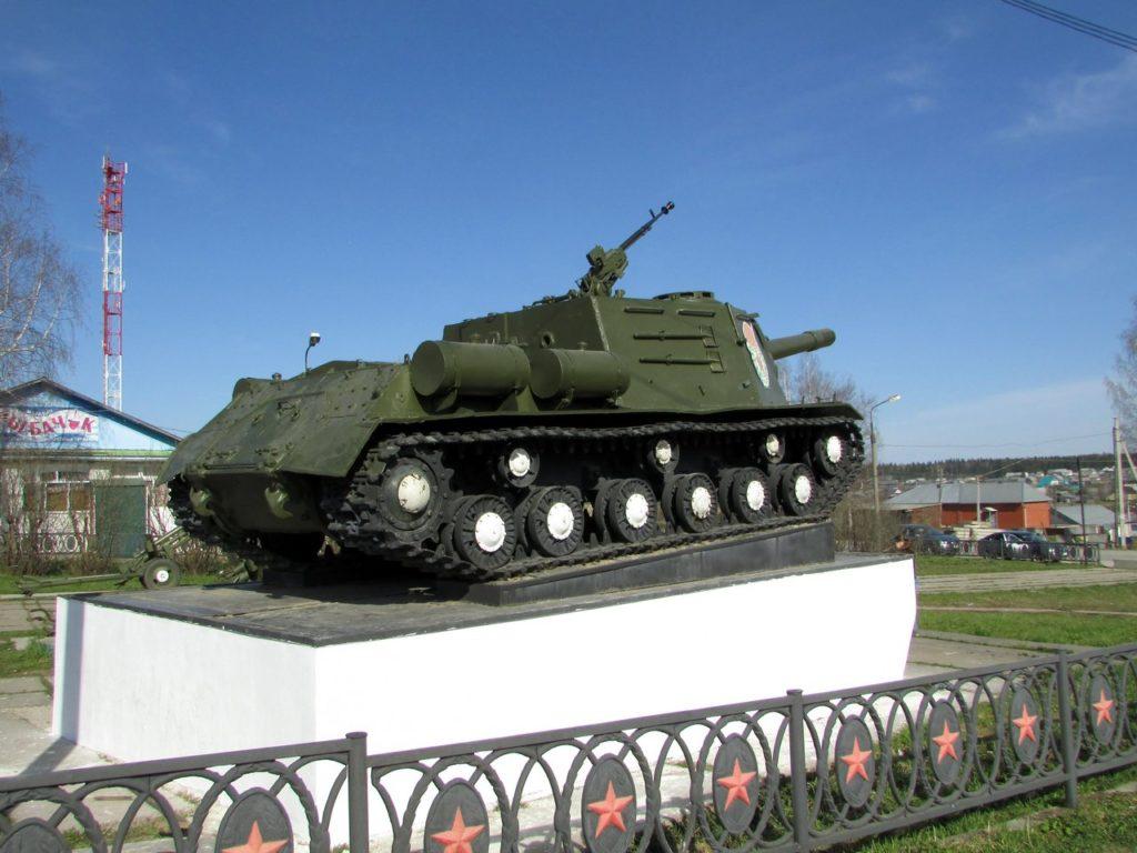 ИСУ-152 сзади справа