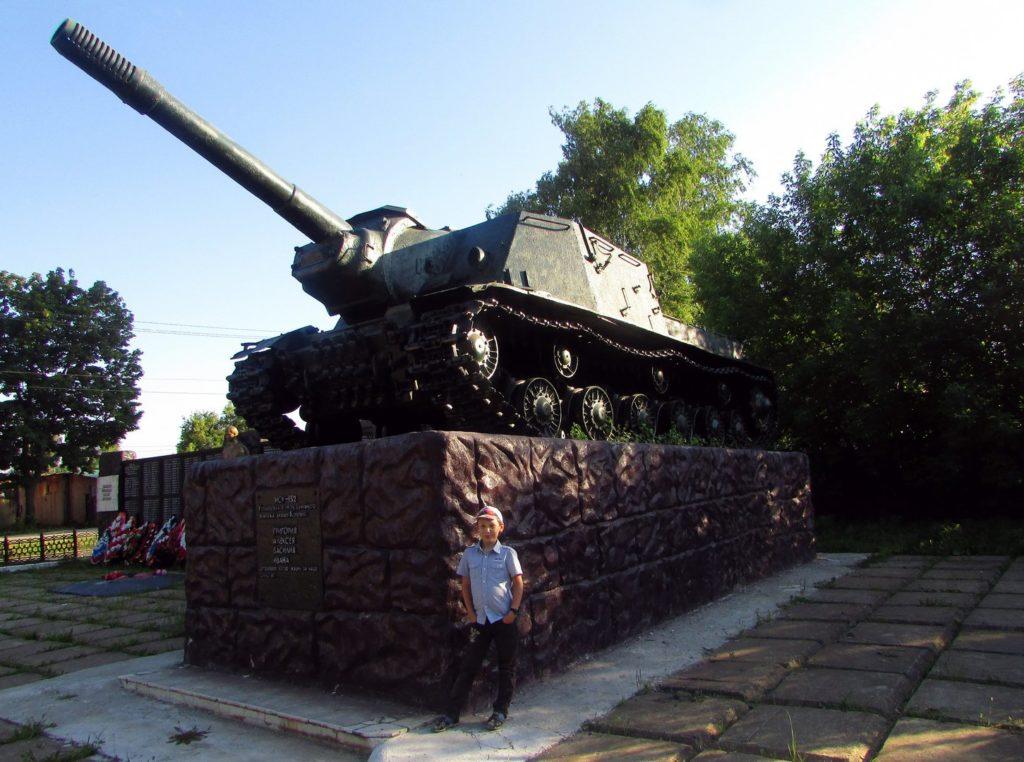 ИСУ-152 на постаменте в Куеде
