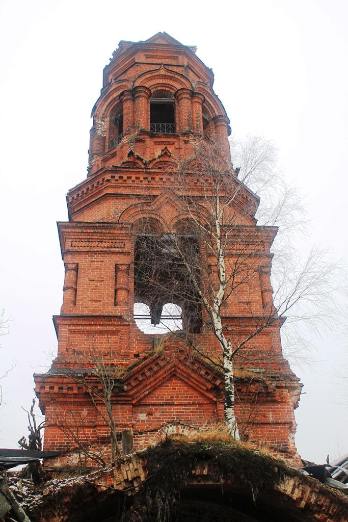 Колокольня церкви в селе Покча