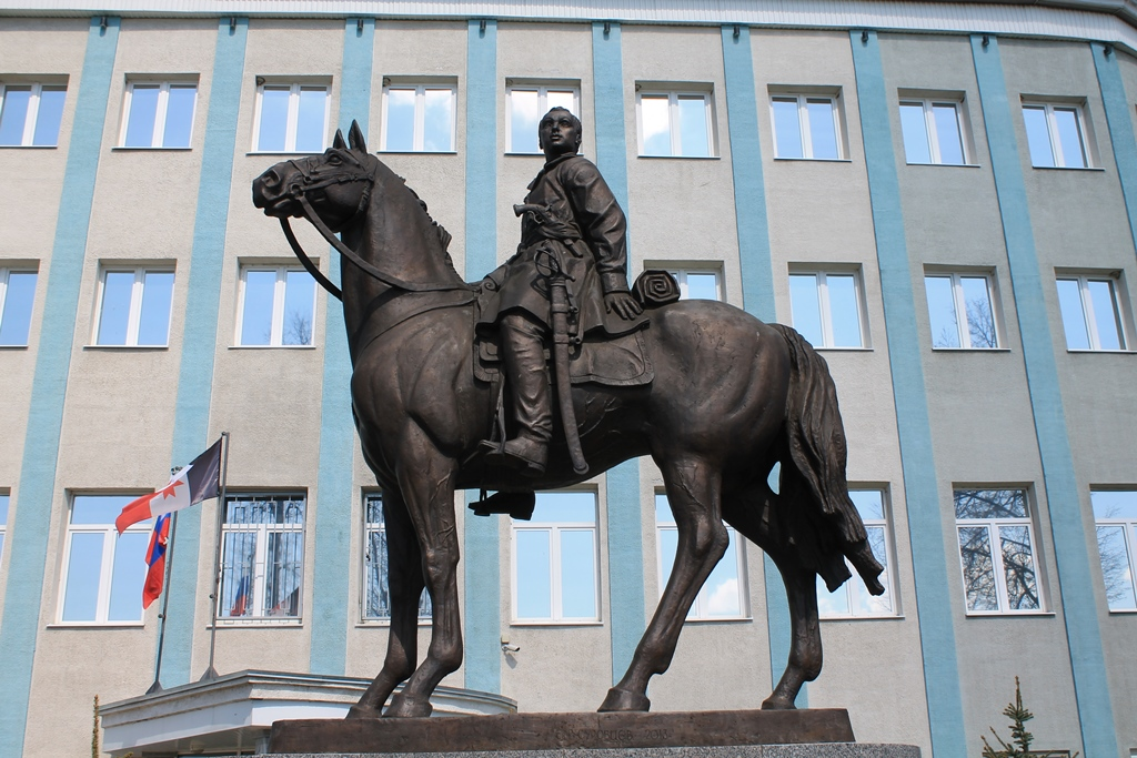 Памятник Надежде Дуровой в Сарапуле