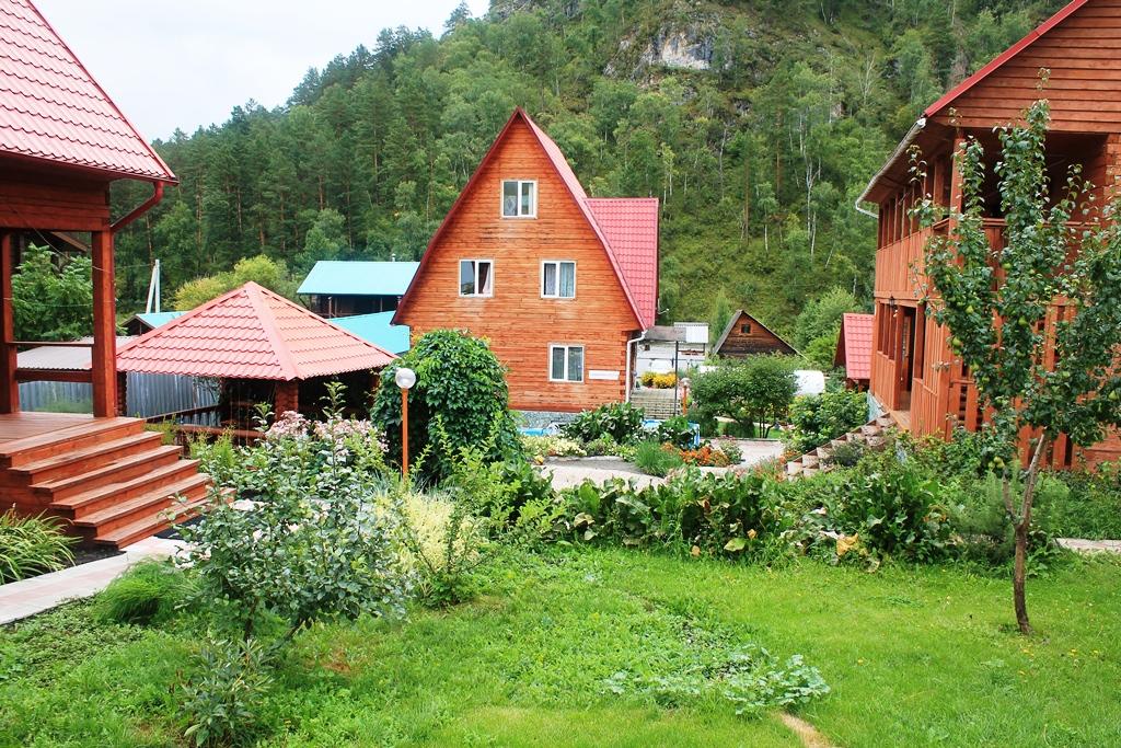 Гостевой дом Нина. Ухоженная территория базы