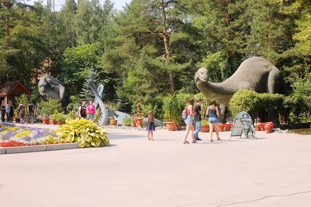 Парк Юрского периода в Новосибирском зоопарке