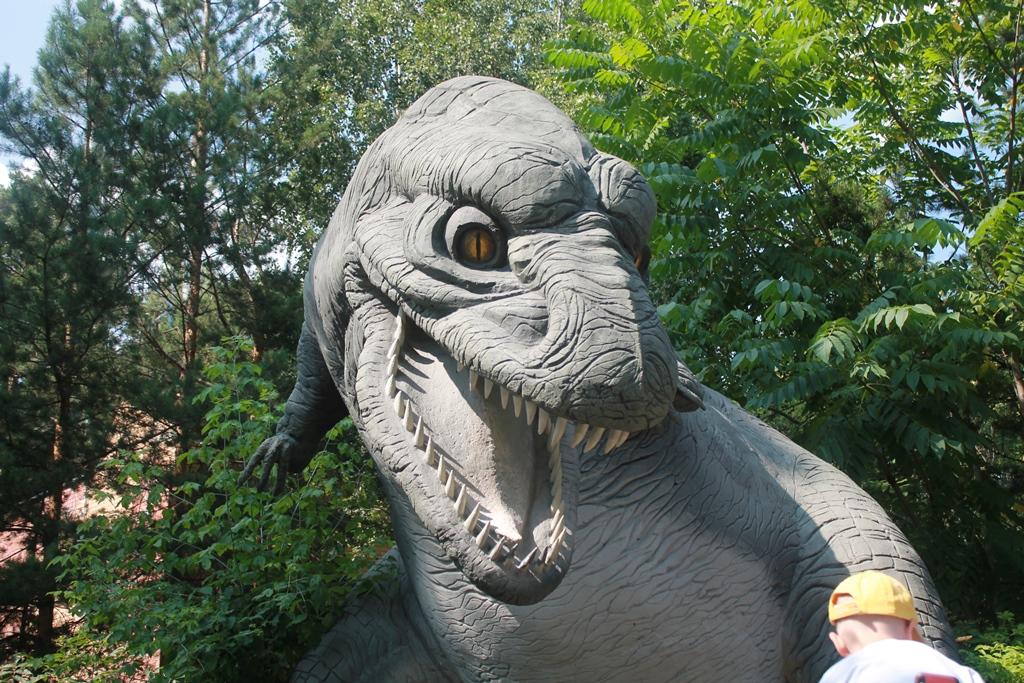 Тиранозавр в зоопарке