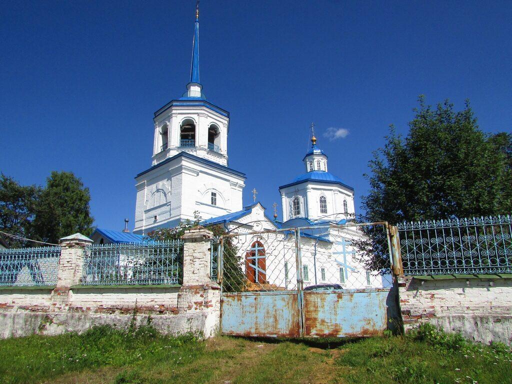 Вид на церковь с берега Камы
